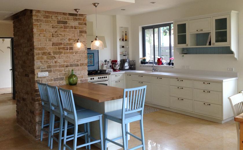 איך מעצבים מטבחים כפריים בסגנון פרובאנס?