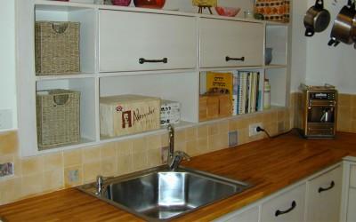 שימוש בנירוסטה לעיצוב הבית: נירוסטה במטבח כפרי ומעקות נירוסטה